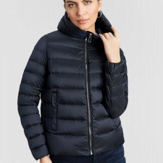 Короткая куртка с капюшоном на